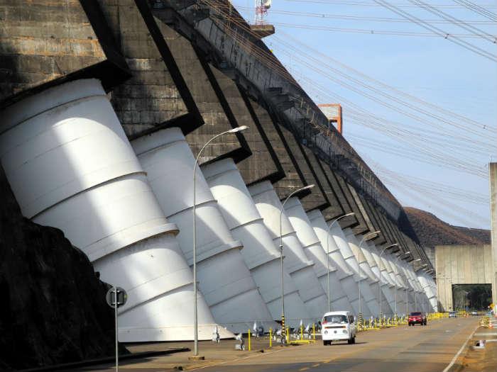Iguassu falls - Brazilian side - Itaipu binacional 3 - usina hidroelétrica Itaipu